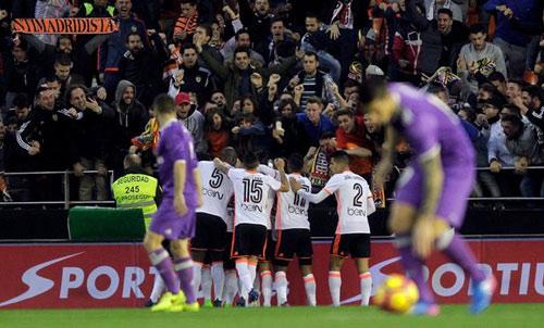 Real bại trận: Liga gay cấn, Barca mơ lật đổ ngoạn mục - 2