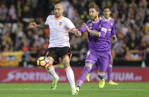 Real bại trận: Liga gay cấn, Barca mơ lật đổ ngoạn mục - 1