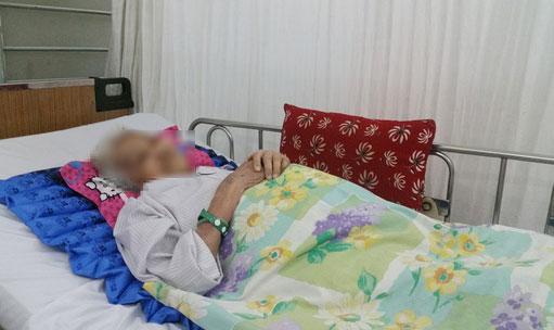 Cứu sống cụ 90 tuổi xuất huyết ồ ạt trong bụng - 1