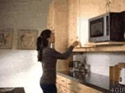 """Ảnh động: Tốt nhất các  """" thím """"  đừng bao giờ vào bếp"""