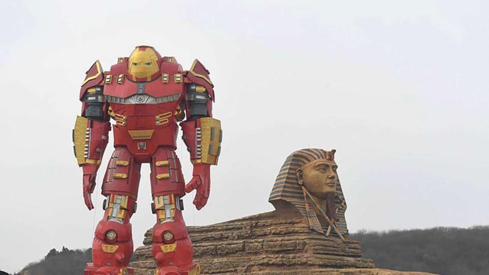 Chết cười với tượng Iron Man phiên bản cổ rụt ở TQ - 1