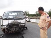 Tin tức trong ngày - 2 ô tô va chạm kịch liệt, hàng chục người bất tỉnh