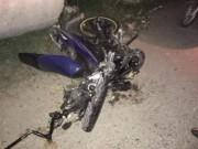 Xe máy va chạm với ô tô, 3 thanh niên tử vong