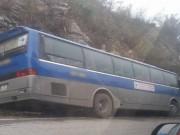 Tin tức trong ngày - Xe khách chở học sinh gặp tai nạn, 1 người chết