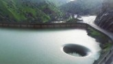 """Giải mã hiện tượng """"cổng thế giới thứ 2"""" trong hồ ở Mỹ"""