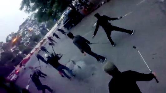 """Hai nhóm thanh niên hỗn chiến như """"xã hội đen"""" trên phố HN"""
