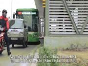 Tin tức trong ngày - Clip: Xe máy ồ ạt tạt đầu buýt nhanh BRT để qua đường