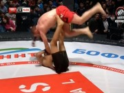 """Thể thao - MMA: Ra đòn """"kẹp bánh mỳ"""" khiến đối thủ khóc thét"""