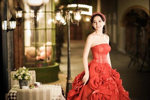 Mai Phương Thúy đẹp mê hồn với váy cúp ngực trễ nải - 11