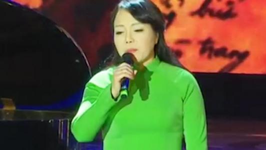 """Clip: Bộ trưởng Nguyễn Thị Kim Tiến hát """"Ngọn lửa tuổi 20"""""""