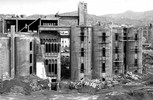 """""""Hô biến"""" nhà máy xi măng hoang tàn thành biệt thự sang - 1"""