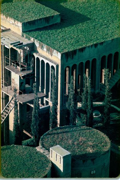 """""""Hô biến"""" nhà máy xi măng hoang tàn thành biệt thự sang - 17"""