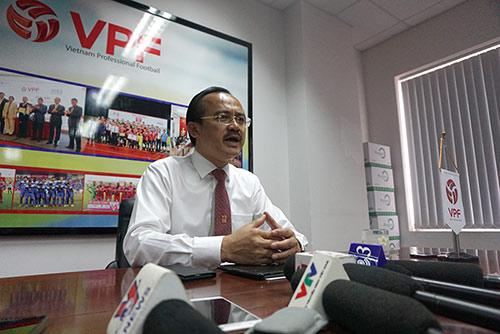 V-League bê bối, trưởng giải từ chức nhưng VPF không cho