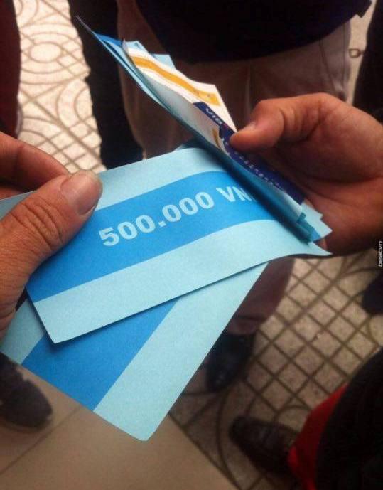 Chuyện lạ ở HN: Ra cây rút tiền, ATM nhả tờ giấy in chữ 500 nghìn đồng - 2