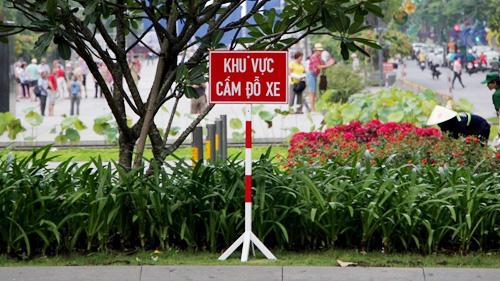 """Mất """"lệnh bài 86"""", lãnh đạo họp tại UBND TP.HCM sẽ phải đi bộ ra bãi xe"""