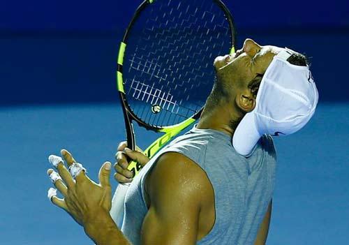 """Nadal bung vợt cực """"ngọt"""", tiếc vì lỡ cúp thứ 70"""