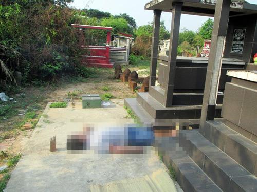 Người đàn ông chết bí ẩn giữa hai ngôi mộ ở Sài Gòn