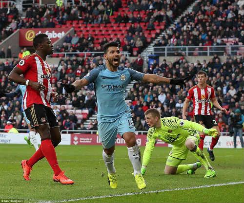 Man City trở lại top 3, Aguero đi vào lịch sử NHA - 1