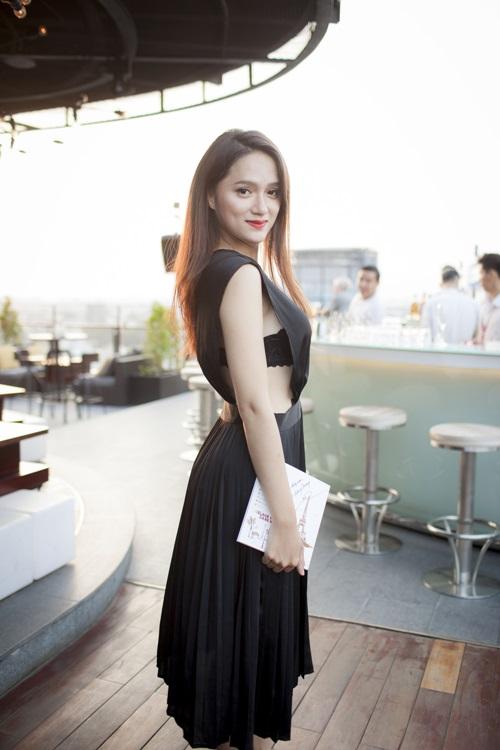 """Hương Giang Idol mặc thấu da """"nóng rực"""" ở hậu trường - 7"""