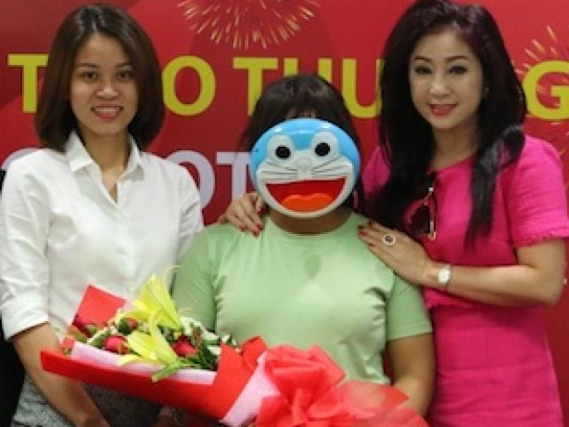 Một phụ nữ đeo mặt nạ Đô-rê-mon nhận gần 42 tỉ từ Vietlott