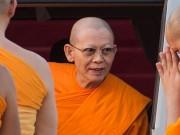 Vua Thái Lan phế bỏ chức vị nhà sư bị 4.000 cảnh sát vây