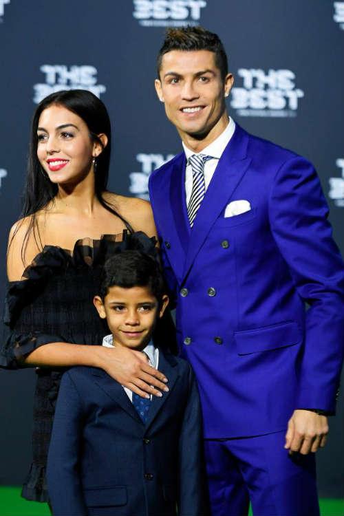 """Kiều nữ của Ronaldo lộ quá khứ """"vất vả"""", lương bèo bọt"""