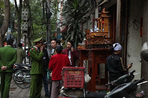HN: Tẩm quất, nhà nghỉ, cầm đồ rời vỉa hè về phường - 6