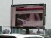 Phi thường - kỳ quặc - Trèo lên màn hình tắt phim khiêu dâm, lính cứu hỏa tử nạn