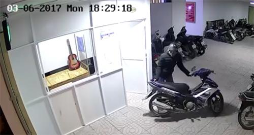 Trộm xâm nhập cao ốc , công bằng dắt mô tô cao cấp - 1