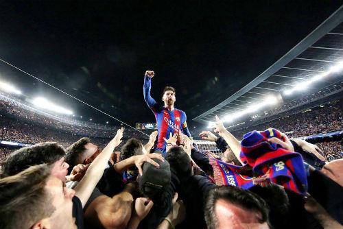 Messi đưa Barca vào lịch sử, vượt Ronaldo đua QBV 2017