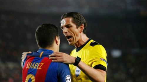 """Barca được trọng tài cứu sống: """"Truyền thuyết"""" có thật"""