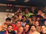 Barca ngược dòng sốc, Messi như ngầm giễu Ronaldo