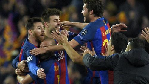 Barca hi sinh đôi cánh đá 3-4-3: Liều lĩnh để vĩ đại