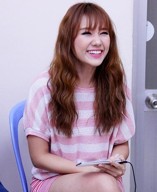 """Làm tóc đẹp giống Hari Won """"ăn gian"""" đến chục tuổi"""