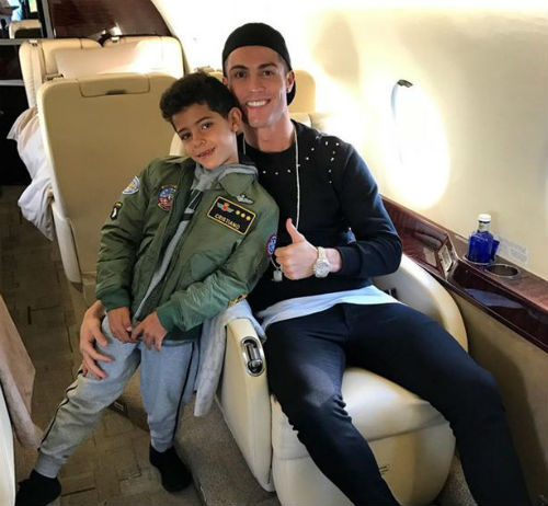 Ronaldo nhờ chân dài đẻ thuê, niềm vui nhân đôi