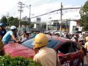 Tin tức trong ngày - Bảo vệ táy máy, ô tô vọt ra đường tông bị thương 2 người