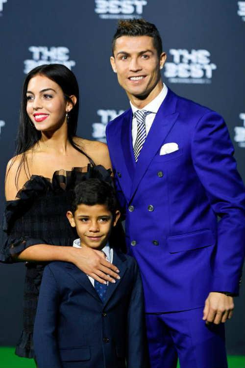 """Ronaldo lại có con: 10 triệu bảng """"bịt miệng"""" thế gian"""
