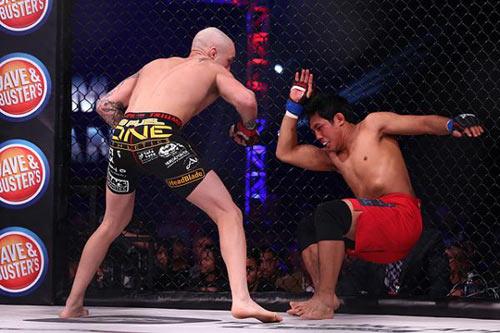 MMA: Võ sĩ gốc Việt bị xuống tay không thương tiếc