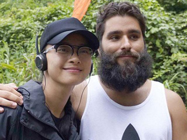 """Đạo diễn """"Kong"""" ôm hôn Ngô Thanh Vân trước trăm người - 7"""