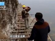 Thế giới - Công nhân TQ đối mặt tử thần trên vách núi cao 1.700 mét