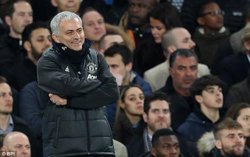 """Mourinho """"đá đểu"""" trọng tài, Conte nói MU chơi bóng bầu dục - 1"""