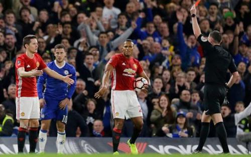 Herrera bị thẻ đỏ oan, MU có đòi đá lại với Chelsea?