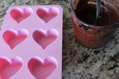 Chocolate trái tim đơn giản mà lãng mạn cho ngày Valentine trắng - 2