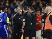 Bóng đá - MU thua Chelsea: Lỗi trọng tài nhưng tội Mourinho