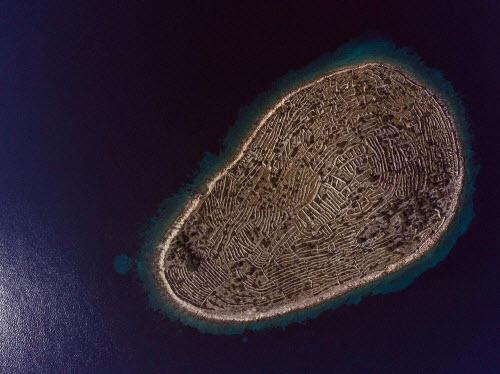 Độc đáo hòn đảo hình vân tay khổng lồ giữa biển - 1