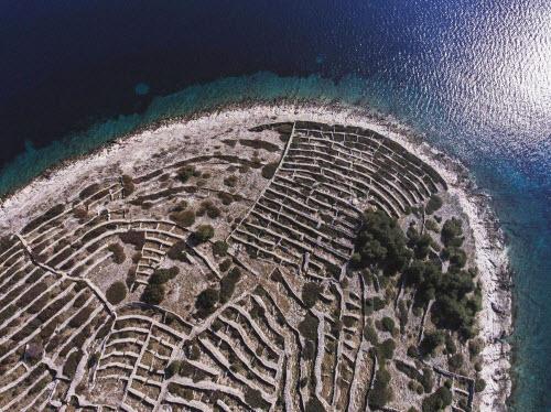 Độc đáo hòn đảo hình vân tay khổng lồ giữa biển - 2