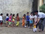 Giáo dục - du học - Quảng Ngãi: Thầy giáo 'liều' đưa học sinh đi nội trú