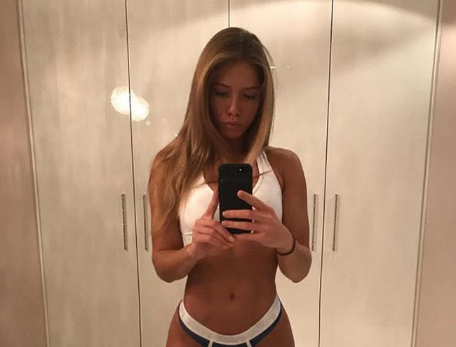 Người đẹp 21 tuổi sinh ra tại thủ đô Moscow (Nga) sở hữu chiều cao của một người mẫu 1m78, cô có số đo 3 vòng cực chuẩn, khiến nhiều người mẫu cũng phải ước ao.