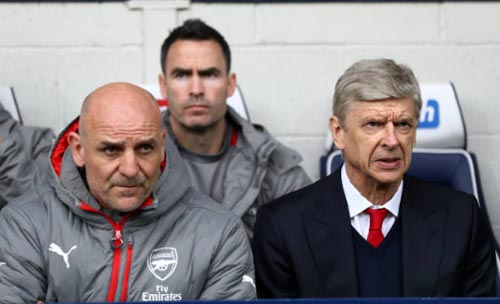 """Arsenal - Wenger bị """"nội phản"""": Tấm gương Ranieri"""