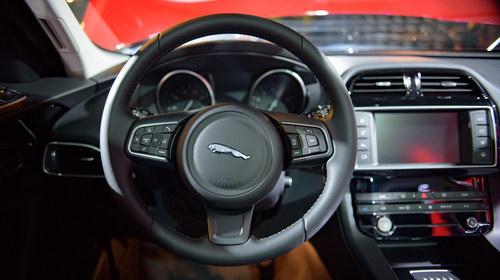 Jaguar F-Pace có giá từ 3,6 tỷ đồng tại Việt Nam - 3